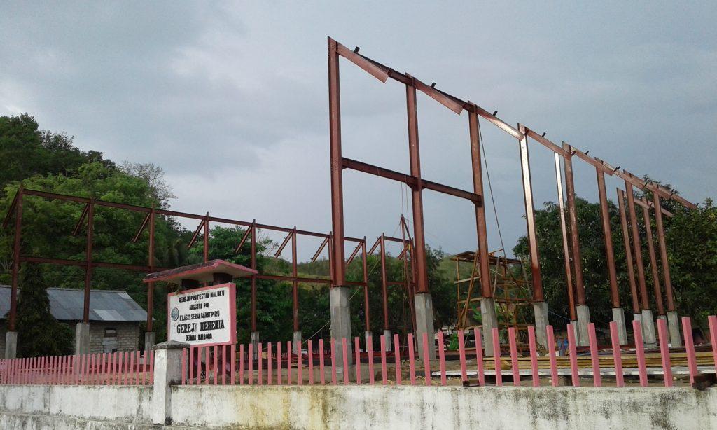 Opzetten staal constructie Geredja baru Kaibobo nov. 2018