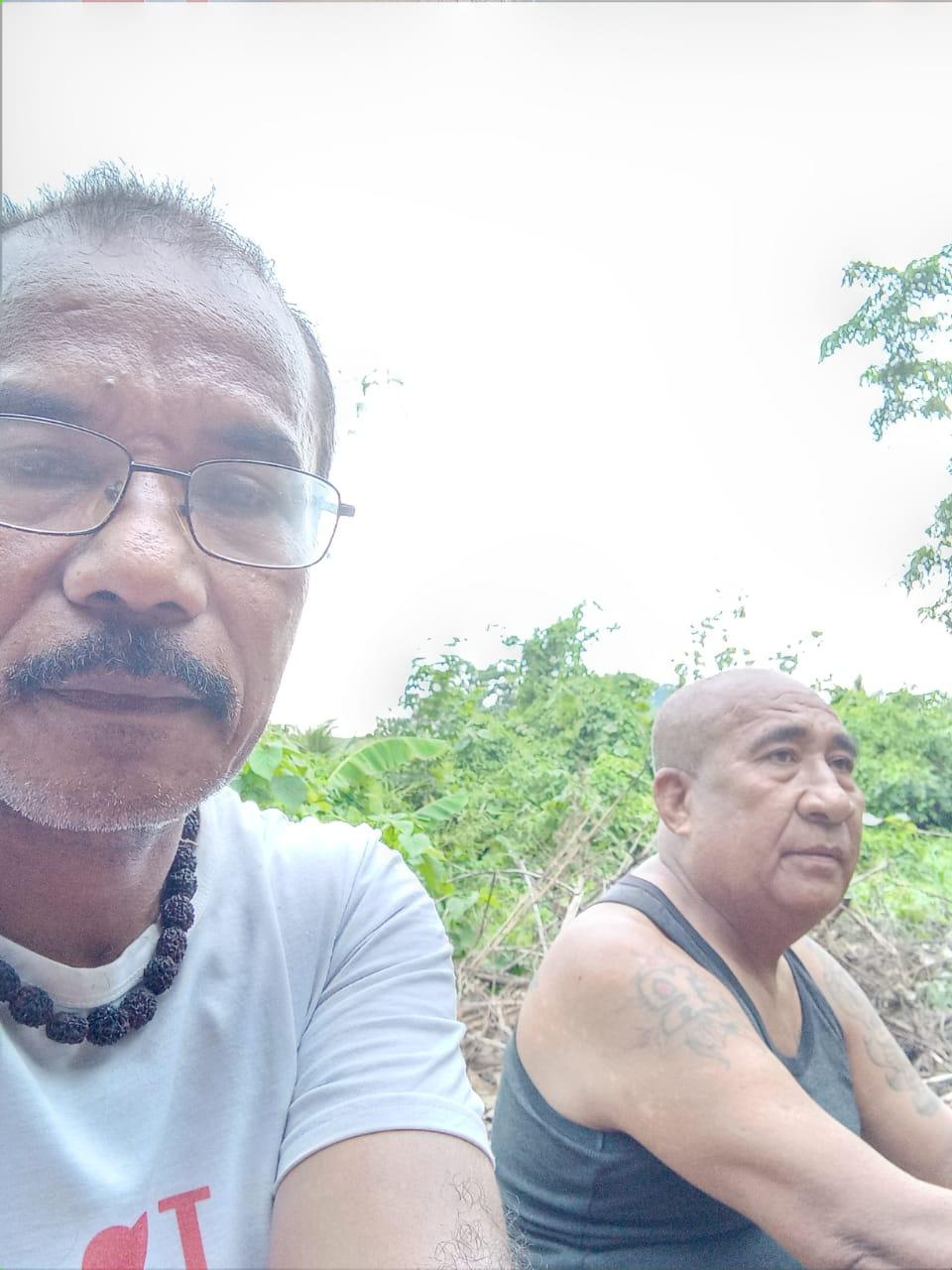 Bung Hery (sekr) dan Bung Gerson(Ketua) Masak minya kayuputi
